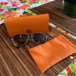 Tory Burch Aviator monogram Sunglasses